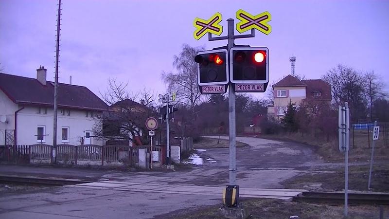 Spoorwegovergang Okříšky (CZ) Railroad crossing Železniční přejezd