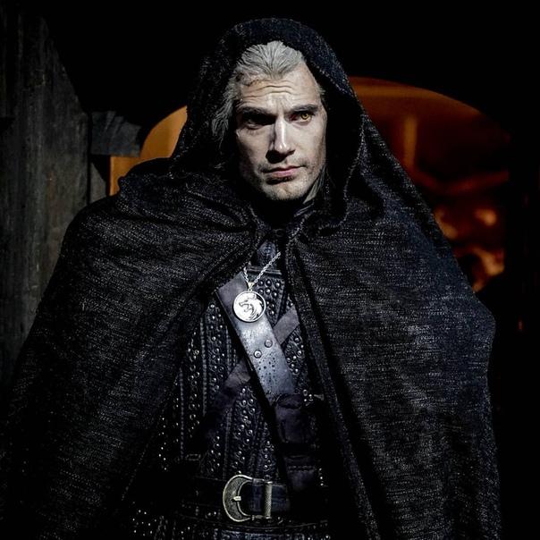 Генри Кавилл новым кадром «Ведьмака» в честь продления сериала на второй сезон