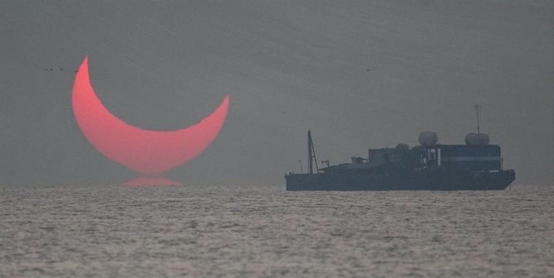 Солнечное зaтмение в Катаре сравнили с рогами дьявола