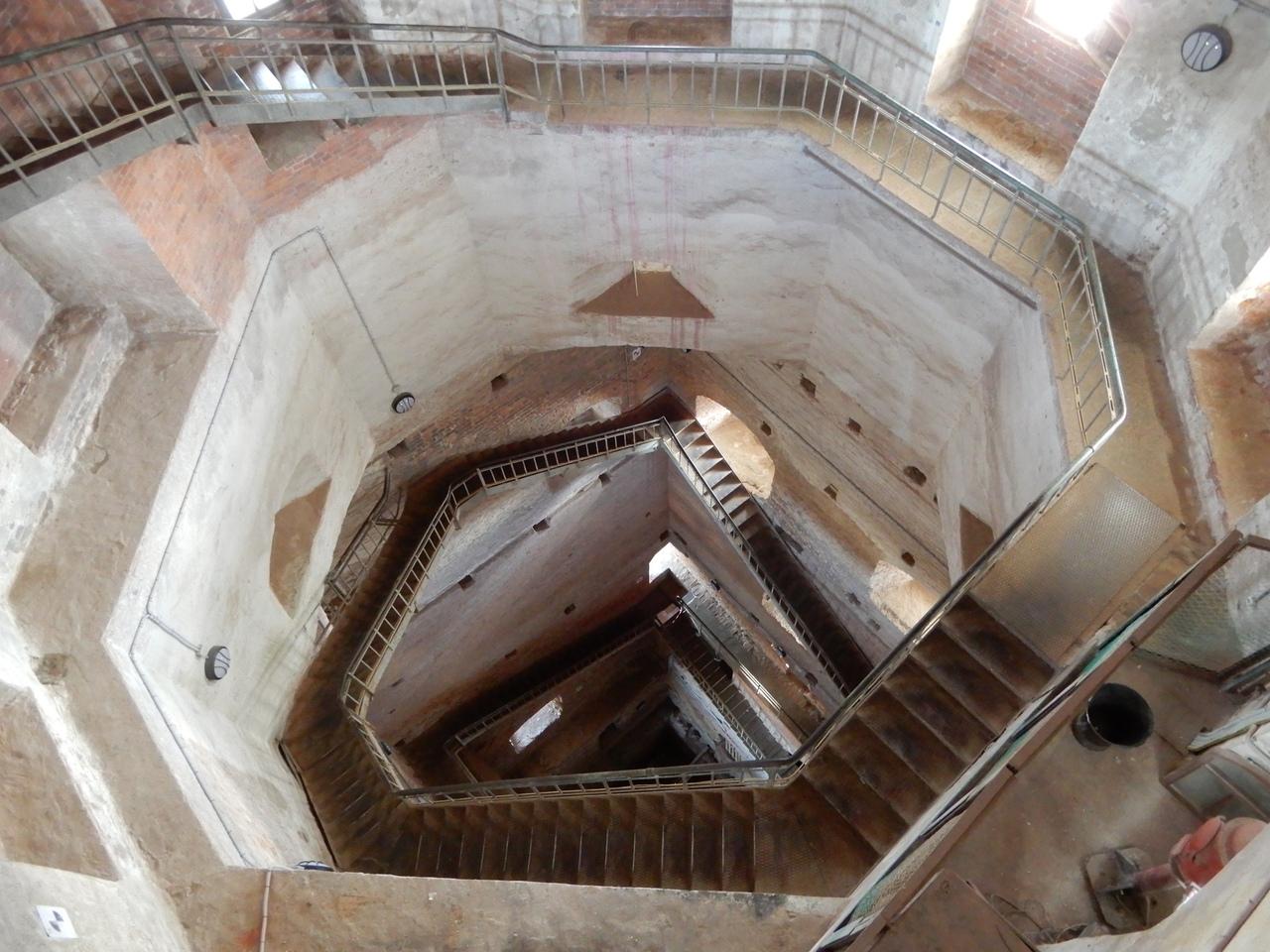 Лестница и пустота