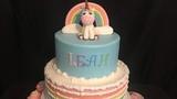 Pastel con unicornio y arco