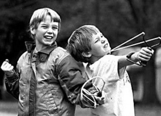 FELR IrUIIM - Маленький мальчик нашел пулемет...