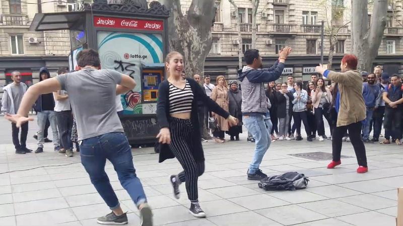 Tbilisi 14.04.2019 ქართული ცეკვები. Georgian dance. Грузинские танцы в центре Тбилиси