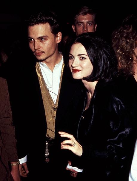 Джонни Депп и Вайнона Райдер Ему было 26, ей 17. Вайнона, пожалуй, была слишком молода для настоящего романа, но Депп сразу же назвал эту связь своими «первыми серьезными отношениями». По