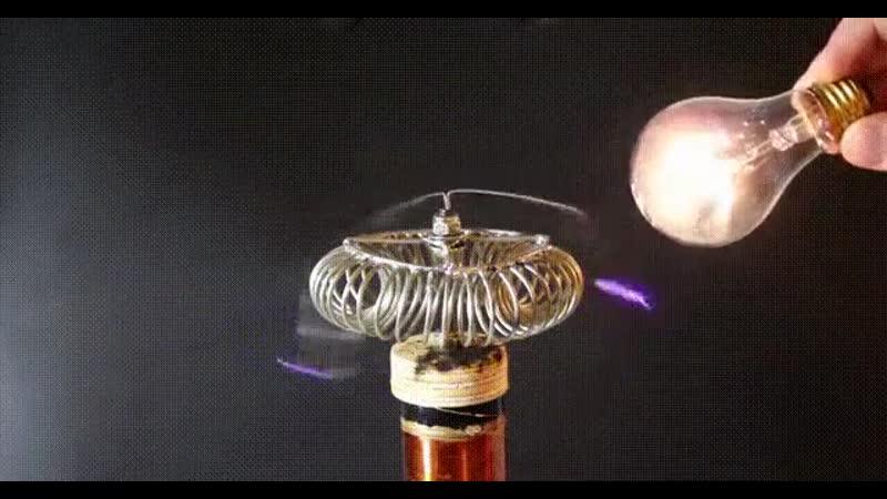 FUTURE. Катушка Теслы и лампа накаливания