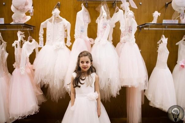 Маленькие невесты: фоторепортаж о том, как в Неаполе празднуют первое причастие ребенка