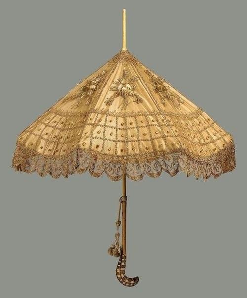 Считается, что зонт добрался до Европы в XVII веке.