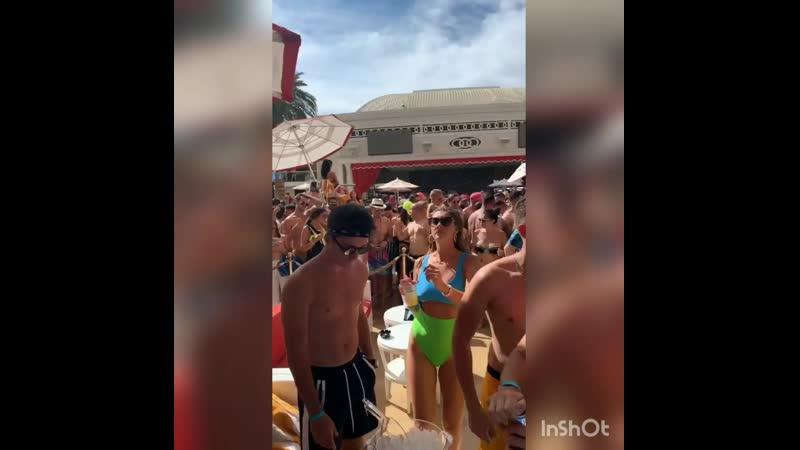 Шарль с друзьями на вечеринке с Dj Snake в Лас-Вегасе