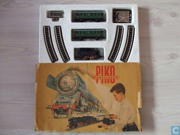 Мечта всех советских детишек -ГДР-овская железная дорога.
