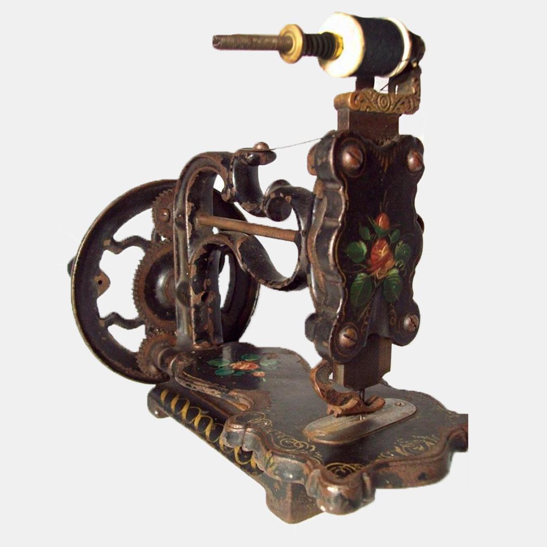 13 июня отмечается День швейной машинки (Sewing Machine Day) – праздник неофициальный, но отмечаемый специалистами, и неразрывно связанный с историей появления этого изобретения, ставшего частью промышленной революции и позволившего сделать переворот не только в сфере лёгкой промышленности, но и в быту большинства домохозяек.
