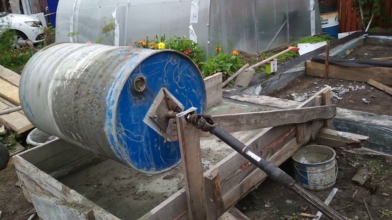 Бетономешалка с карданом привод крот МАЗ Concrete mixer with own hands