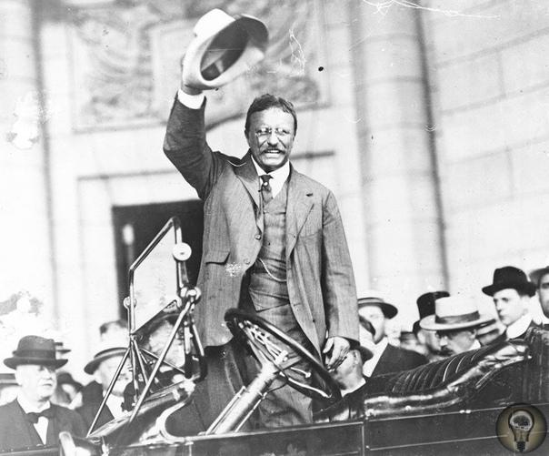 14 октября 1912 года, когда экс-президент США Теодор Рузвельт собирался выступить с речью перед собравшейся толпой, в него выстрелил некто Джон Шрэнк
