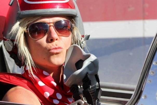 Разрушительница легенд Джесси Комбс: губительная страсть к скорости Автор статьи - LexaStyle Источник - Самая быстрая женщина в мире, разрушительница легенд, охотница за рекордами вот «титулы»,