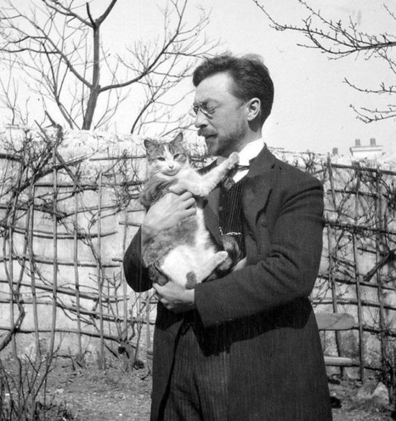 Художник Василий Кандинский, яркий представитель абстракционизма и кот.
