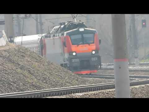 Электровоз ЭП20-023 с пассажирским поездом №137 Брянск - Москва