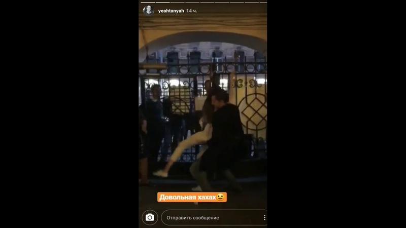 Жители улицы Рубинштейна в Петербурге блокируют подход к барам