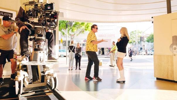 Квентин Тарантино и Марго Робби на съёмках «Однажды в Голливуде»