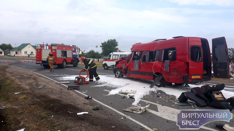 Девять пострадавших в ДТП с маршруткой в Каменецком районе остаются госпитализированными