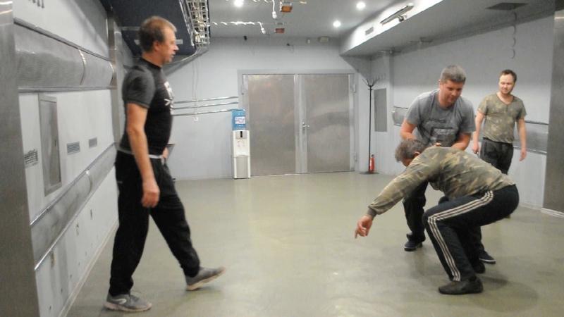 Защита от ножом, рычаги и направления, Разложения сил противника на составляющие