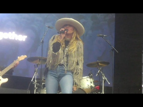 Miley Cyrus We Cant Stop (Live at Beale Street Music Festival Memphis TN 05-04-2019)