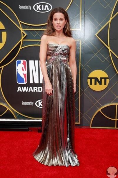 Кейт Бекинсейл на церемонии вручения наград НБА
