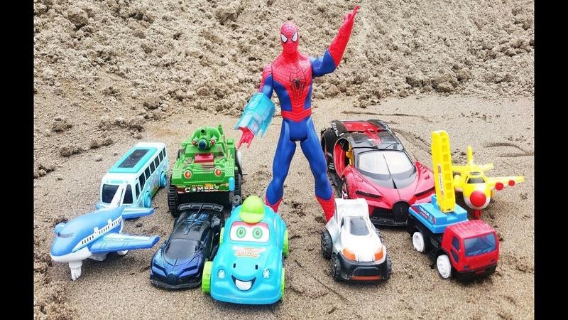 Người nhện tìm và giải cứu xe ô tô, máy bay, xe tăng trong Cát - Đồ chơi trẻ em, 4K