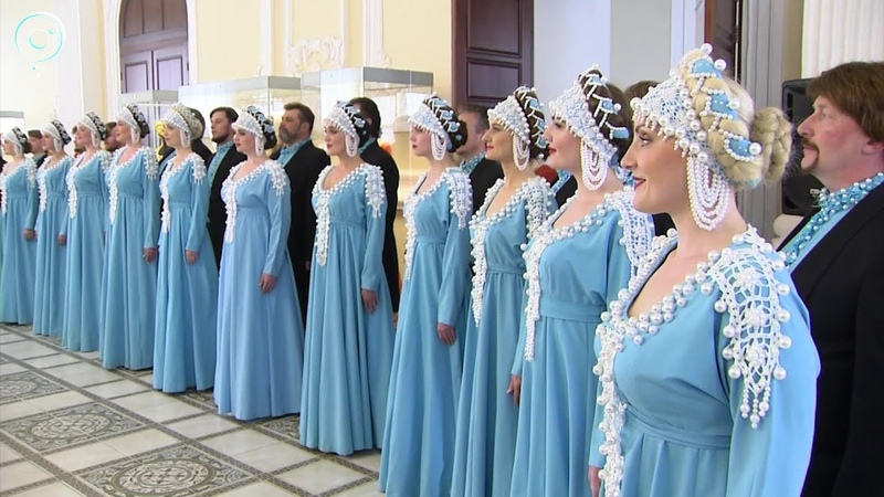 Сценические костюмы Сибирского русского народного хора представили на выставке в Краеведческом музее