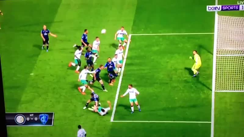 The ugly side of football, a player like hit by a train.... - VAR should intervene and punish the Atalanta player. - Sassuolo wi