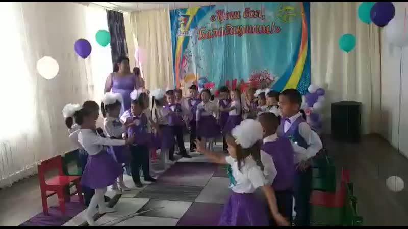 тәтті кызым ән аитуда