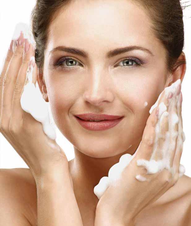 Выбор моющего средства, разработанного для жирной кожи, может помочь улучшить тонус.