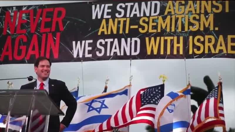 Tucker Carlson stimmt den Initiativen des Internationalen Judentums zum weißen Völkermord zu, er ist Anti-Weiß.