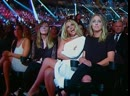 Бритни Спирс смотрит выступление Рианны на MTV VMA 2016.