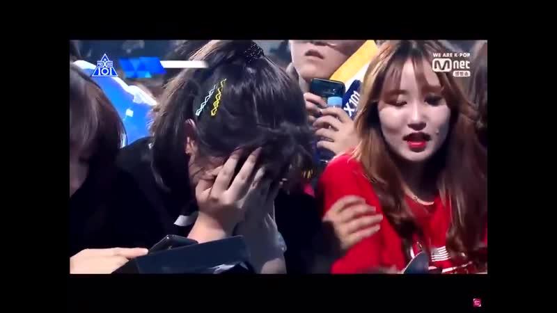 плачущая фанатка юнсона