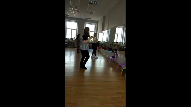 Танцы мамамалыш, Тренер Анна Требушкова, занятие проходит в Школе эстетики Maxima Fashion