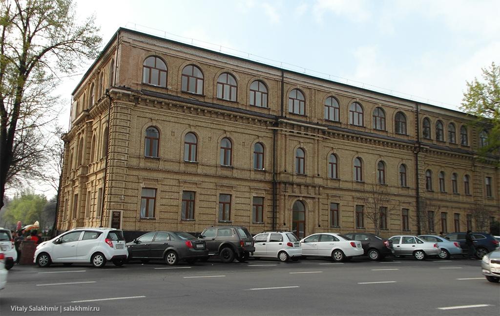 Здание около Амира Темура, Ташкент 2019