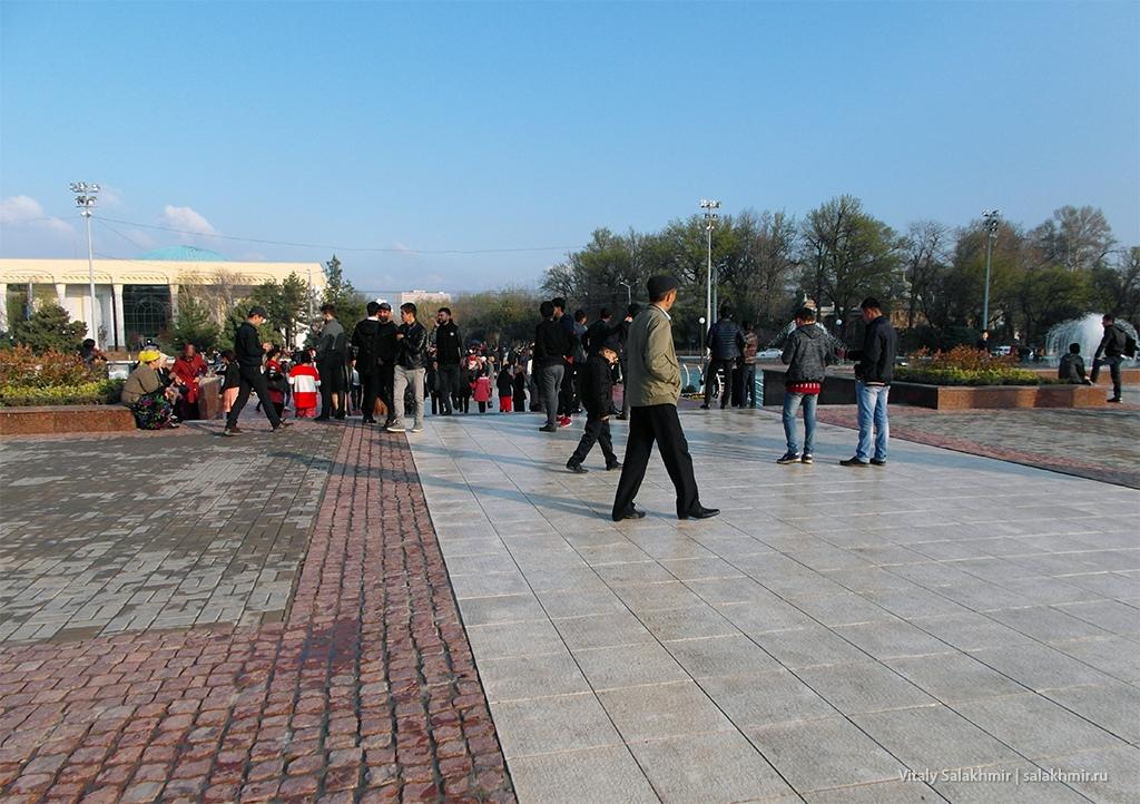 Парк около Дома Правительства, Ташкент 2019
