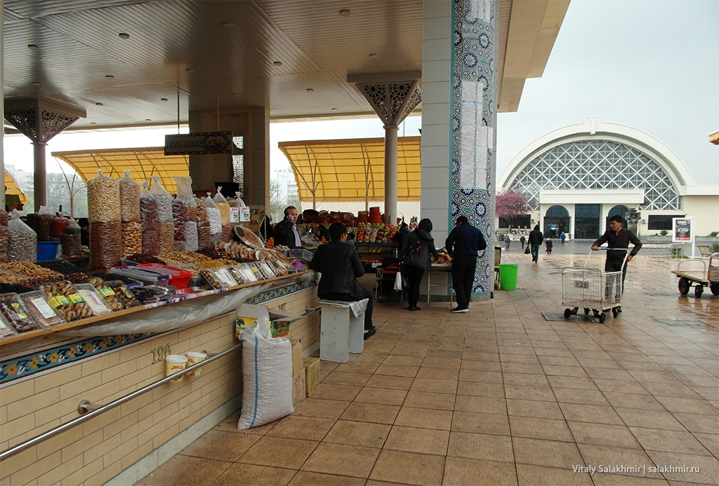 Сухофрукты на Алайском рынке, Ташкент 2019
