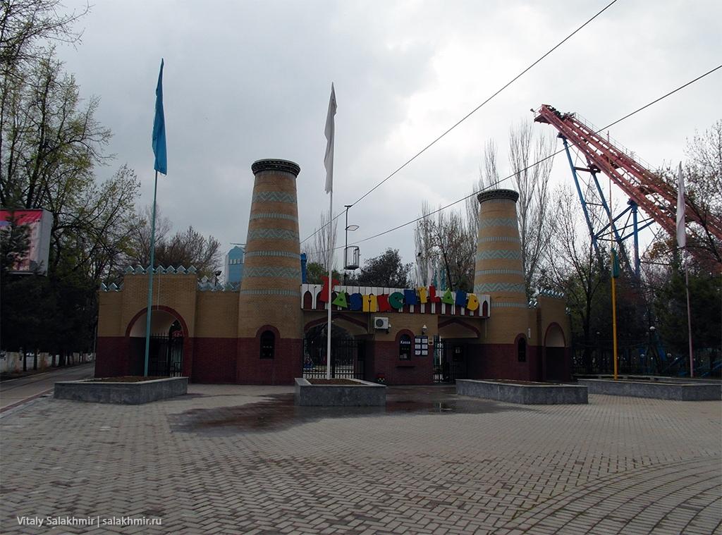 Парк аттракционов в Ташкенте, март 2019