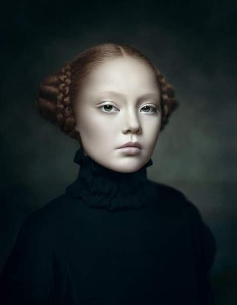 Дезире Долрон (1963), голландская фотохудожница.