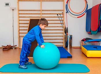 АБА-терапия часто используется в сочетании с трудотерапией у детей с аутизмом.