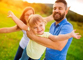 АВА терапия для лечения использует негативное и позитивное подкрепление, чтобы изменить поведенческие привычки.