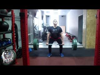 Тяжелая атлетика. Отработка техники взятия штанги на грудь.