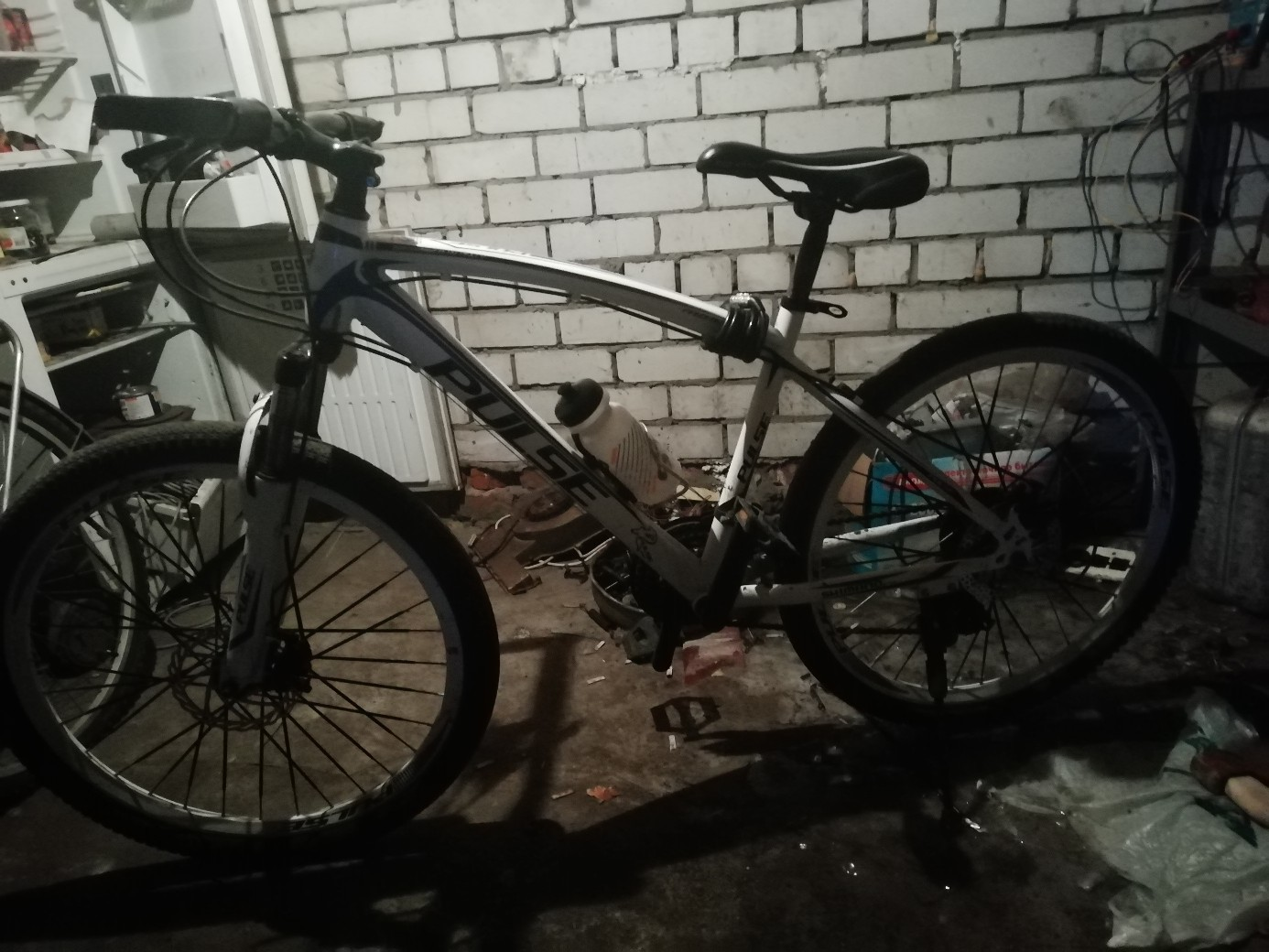 Продам велосипед пульс в отличном состоянии как новый покупал его 1 мая 2018 года брал за 18500 за всеми подробностями писать в лс рама сделана из стали
