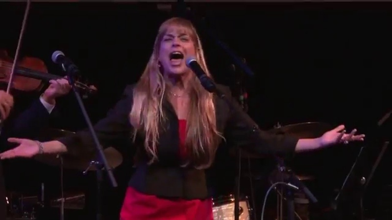 (16) Lisa Fishman - Abi Gezunt (aka: Abi Gezint) with The Maxwell Street Klezmer Band - YouTube
