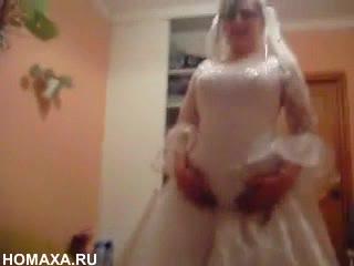 domashnee-porno-v-svadebnom-plate-pornushka-s-yakutskimi