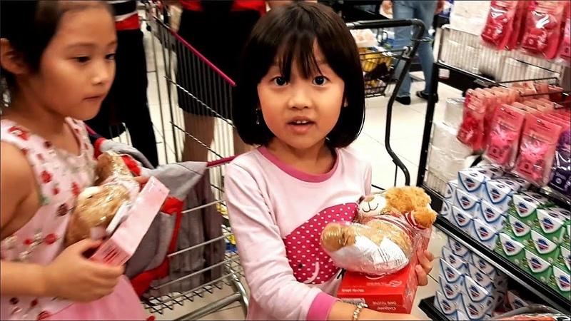 Gia Linh đi Siêu thị Aeon mua hàng đi gửi đồ suýt bị lạc - Rèn kĩ năng sống