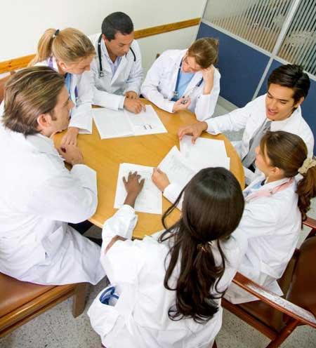 Врачи часто консультируются с коллегами, когда сталкиваются со случаями редких заболеваний.