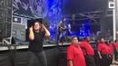 Немой экстаз: мимику сурдопереводчицы на концерте трэш-металлистов вы запомните надолго