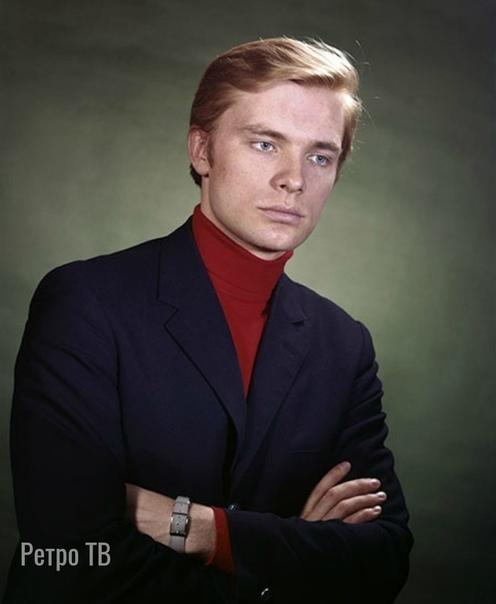Олег Видов, сегодня его день рождения Какой ваш любимый фильм с ним .Спасибо за и подписку.До того, как стать известным советским актером, Олег Видов работал электриком. Какое-то время будущий