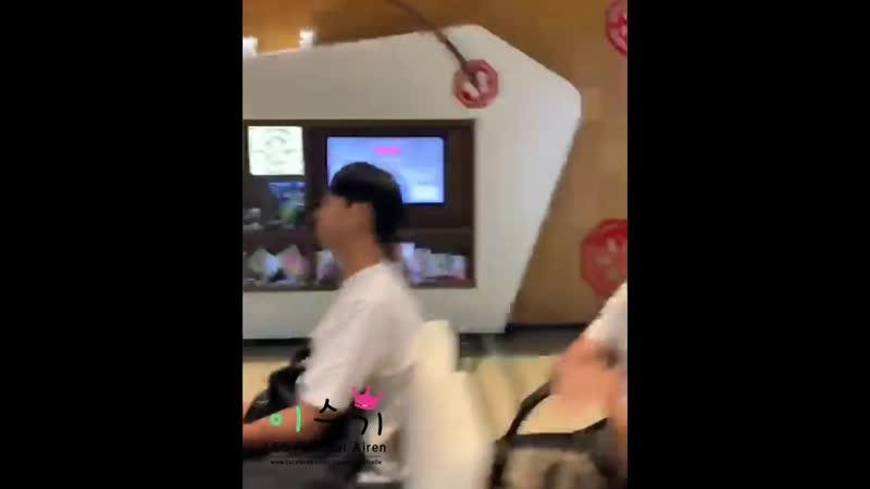 19 07 21 Lee Seung Gi Taoyuan Airport Fancams 2
